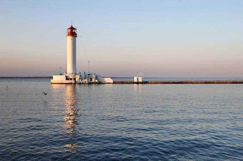 Biała latarnia morska w wieczór fotografia royalty free