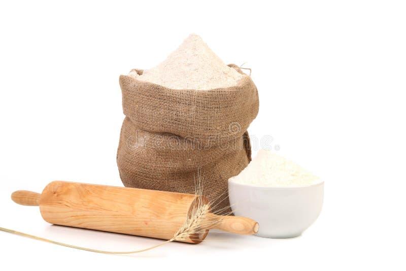 Biała mąka i toczna szpilka. zdjęcia royalty free