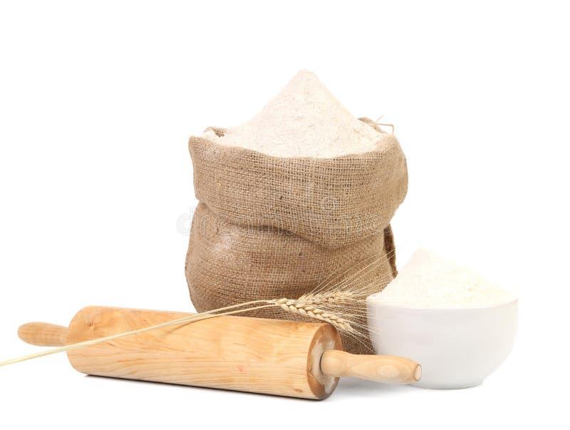 Biała mąka i toczna szpilka. obrazy royalty free