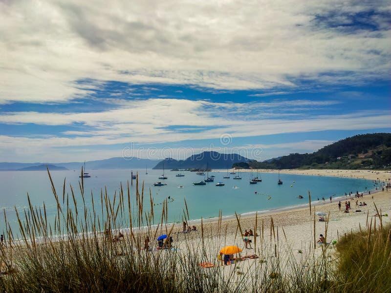 Biała piasek plaża na Cies wyspach, Hiszpania zdjęcia royalty free