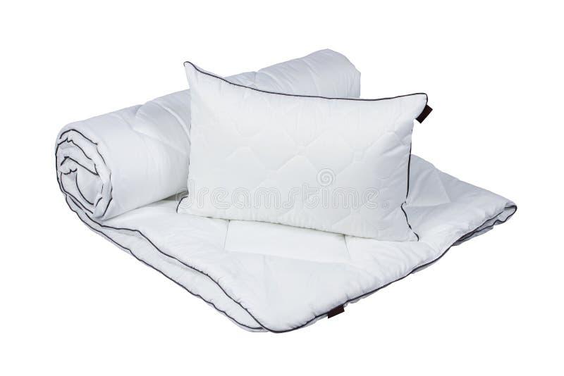 Biała poduszka i koc odizolowywający obraz stock