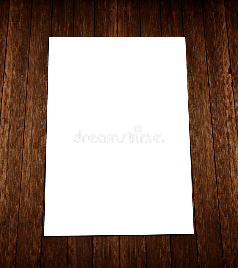 Biała pustego miejsca A4 ulotka na drewnie fotografia stock