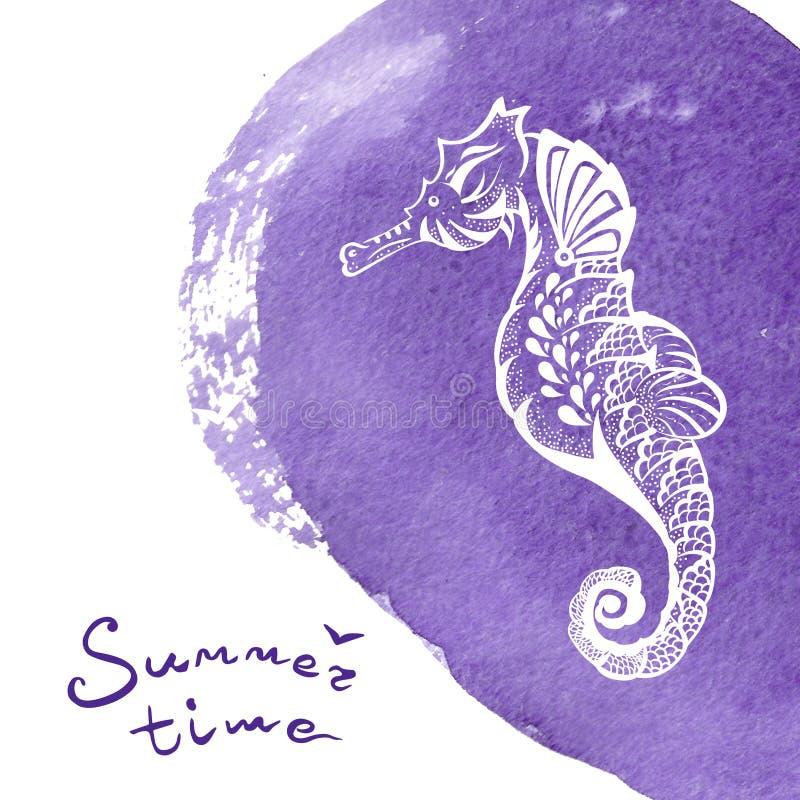Biała ręka rysujący seahorse nad żywą fiołkową akwareli teksturą Morskiego życia nakreślenia zentangle projekt dla wakacje royalty ilustracja