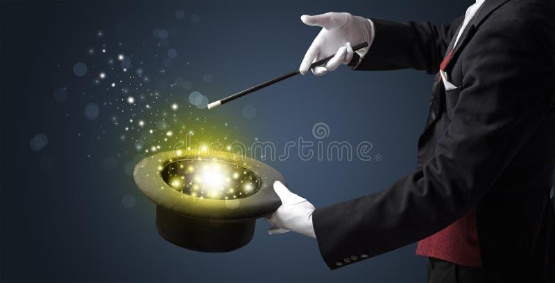 Biała ręka w środku czarować obrazy stock
