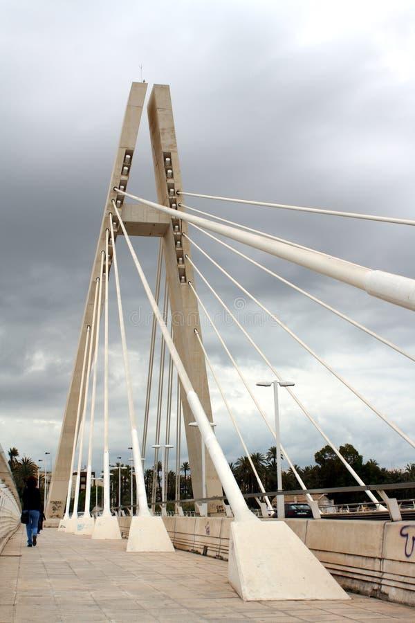 Biała stal zostawał most Hiszpania który dzwoni jako ` Generalitat mosta ` w Elche mieście, obrazy stock