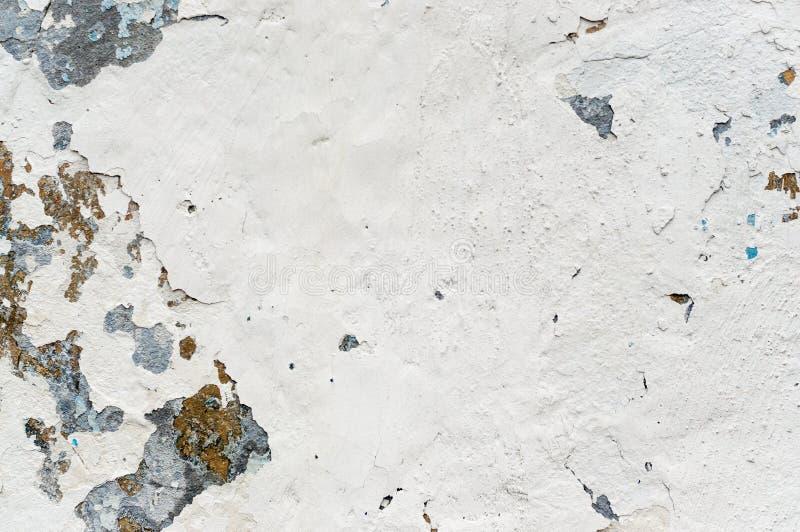 Biała stara farba z zrudziałymi punktami zdjęcia royalty free