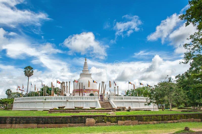Biała stupa Thuparama Dagoba zdjęcie royalty free