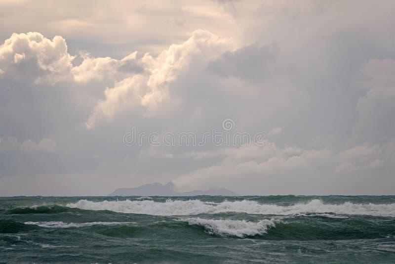 Biała wyspa od Ohope plaży w Whakatane, Nowa Zelandia obraz royalty free