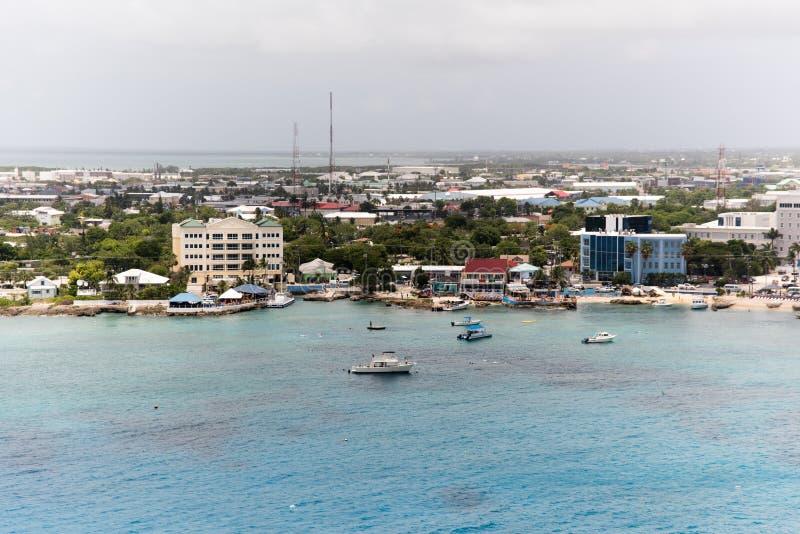 Białe łodzie na błękitnym morzu obraz royalty free