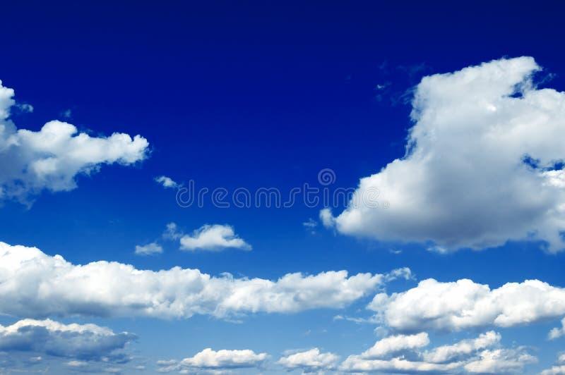 białe chmury fotografia royalty free