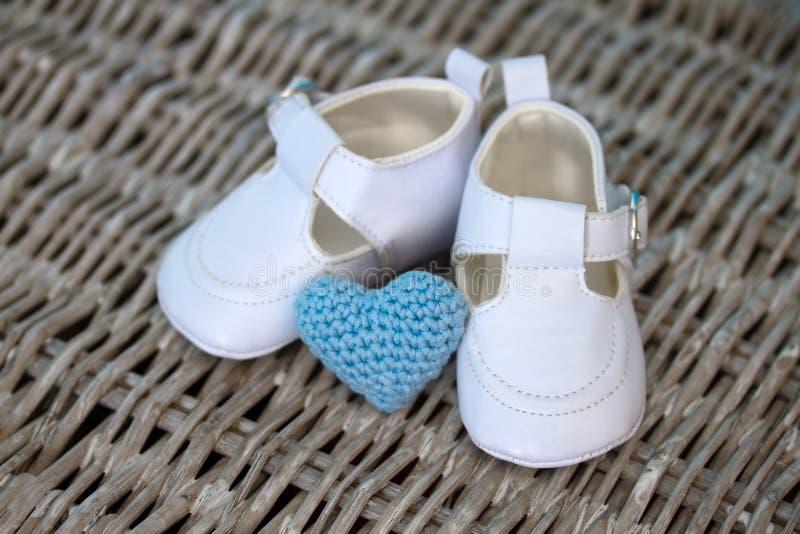 białe dziecko buty obrazy stock
