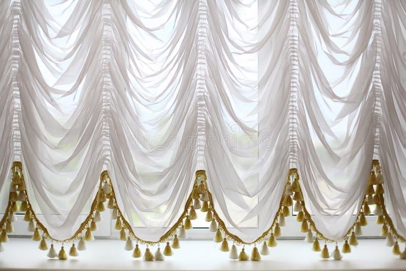 Białe piękne zasłony zdjęcia royalty free