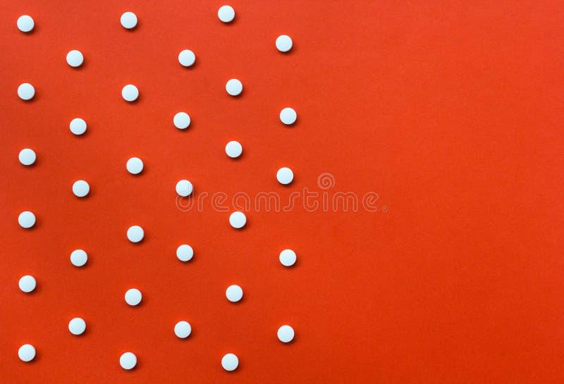 Download Białe Pigułki Na Pomarańczowym Tle Z Kopii Przestrzenią Pożytecznie Jako Backg Zdjęcie Stock - Obraz złożonej z perspektywa, medyczny: 53781570