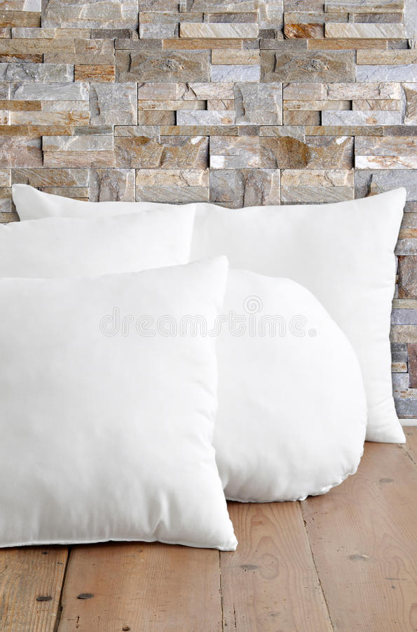 białe poduszki zdjęcie royalty free