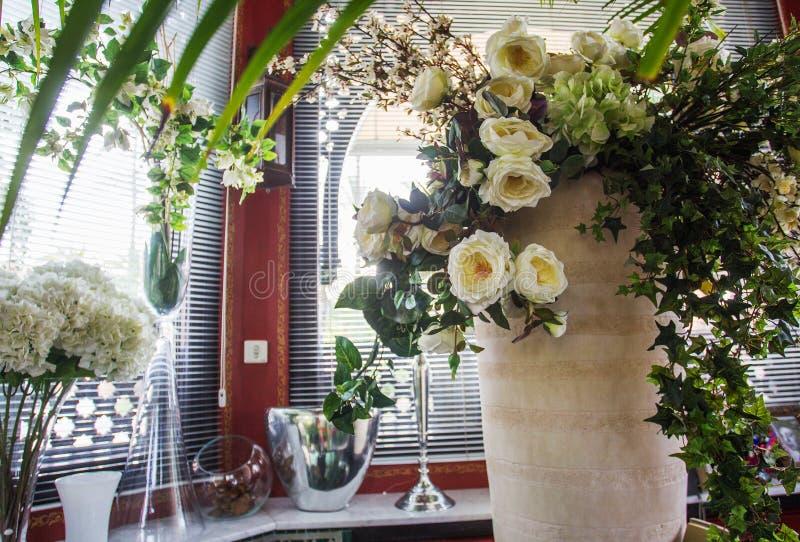 Białe róże w Maroko fotografia royalty free