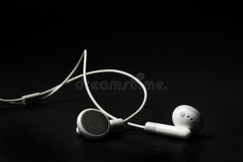 białe słuchawki zdjęcia royalty free