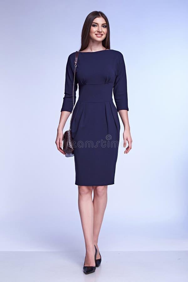 Białego tła brunetki kobiety biznesu piękna dama zdjęcie stock