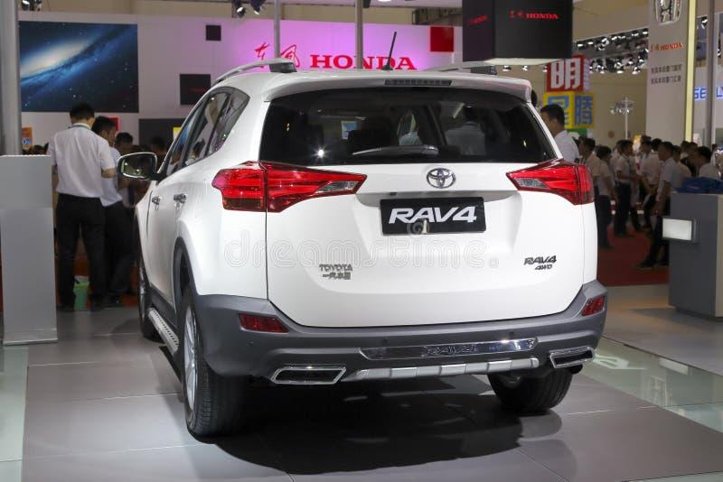 Białego Toyota rav4 suv samochodowy tylni widok fotografia royalty free