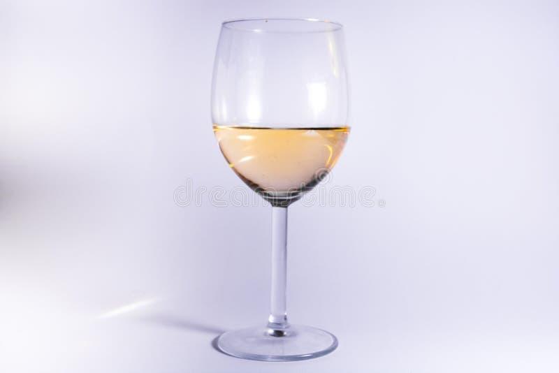 Białego wina szkła Odosobnionego Białego tła alkoholu Abstrakcjonistyczny zbliżenie zdjęcie royalty free