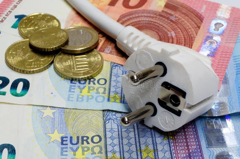 Białego związku wtyczkowi, euro banknoty i fotografia stock
