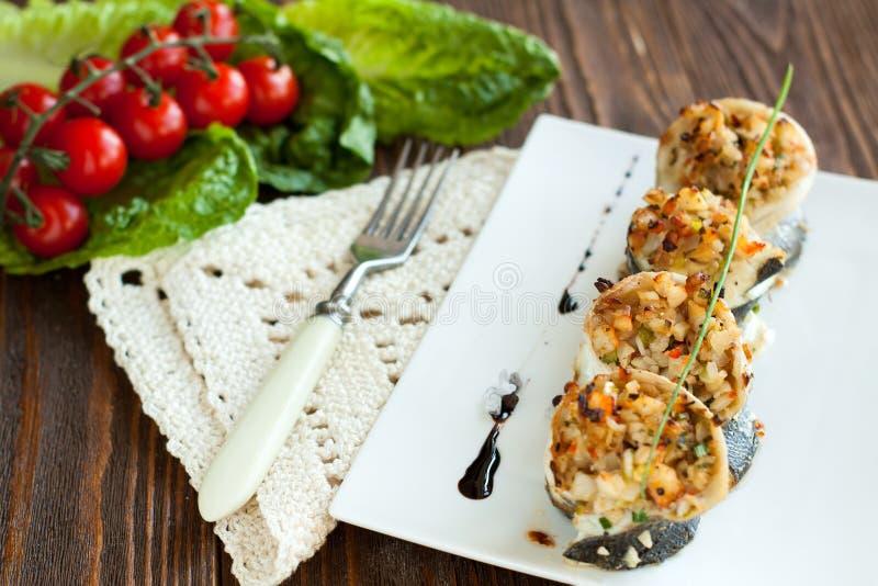 Białej ryby rolki faszerowali z krab cebulami i mięsem zdjęcie stock