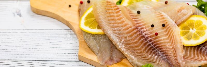 Białoryba Tilapia ryba Surowa Przepasuje obraz royalty free