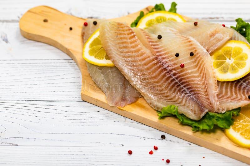 Białoryba Tilapia ryba Surowa Przepasuje fotografia stock