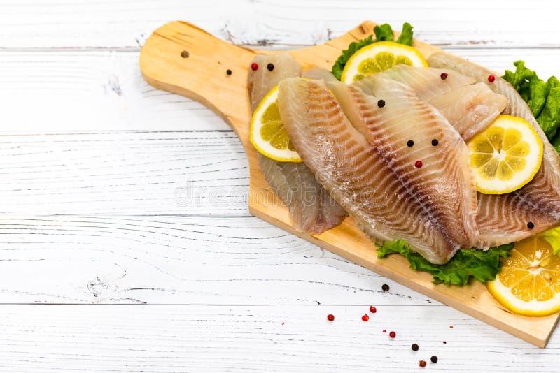 Białoryba Tilapia ryba Surowa Przepasuje obraz stock