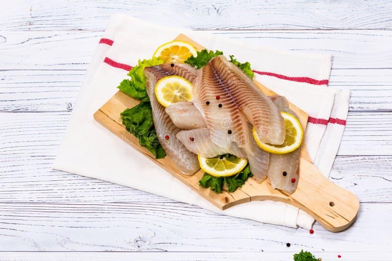 Białoryba Tilapia ryba Surowa Przepasuje zdjęcie royalty free