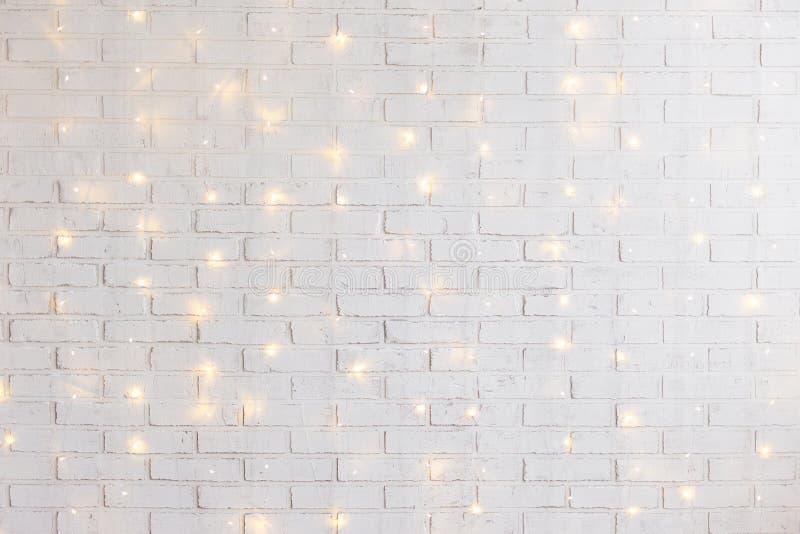 Biały ściana z cegieł tło z błyszczącymi światłami fotografia royalty free