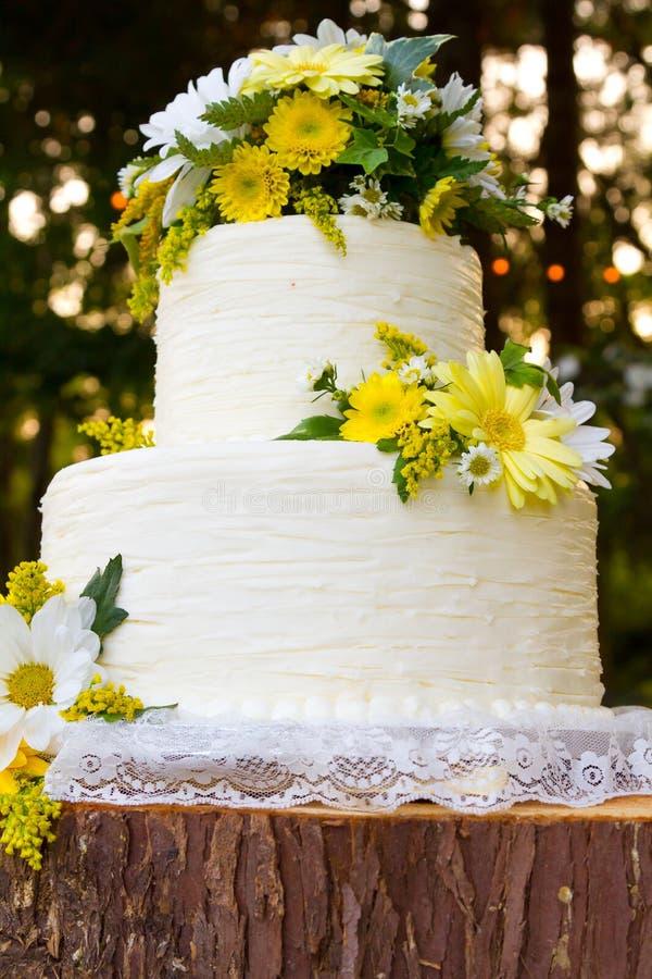 Biały Ślubnego torta szczegół obrazy royalty free