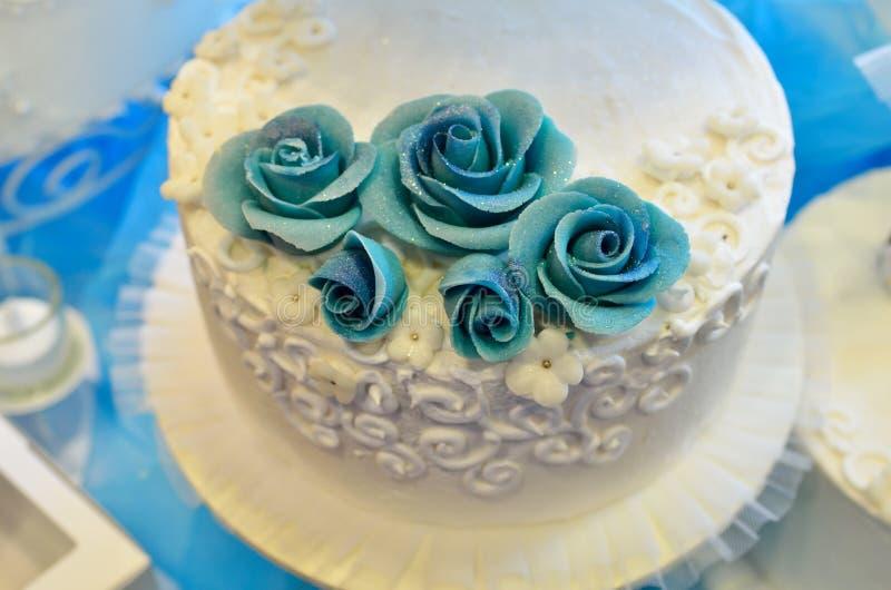 Biały ślubny tort zdjęcia royalty free