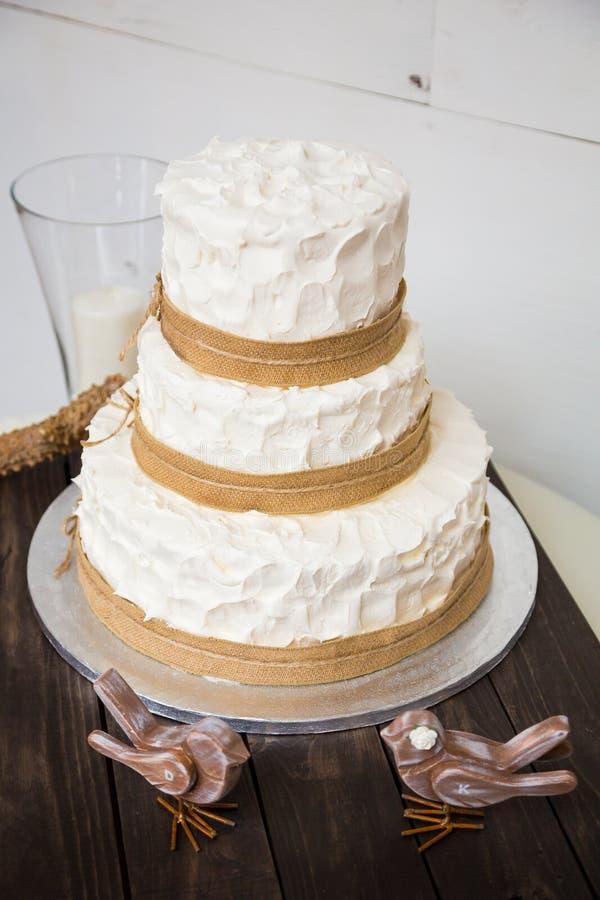 Biały ślubny tort zdjęcie stock