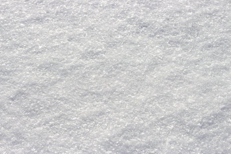 Biały śnieżny jaśnienie w słońcu w górę tekstury naturalnego tła obraz royalty free