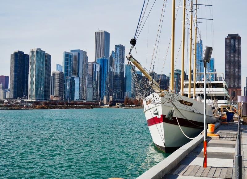 Biały żeglowanie statek, Chicagowski Illinois, jezioro michigan, usa zdjęcie stock