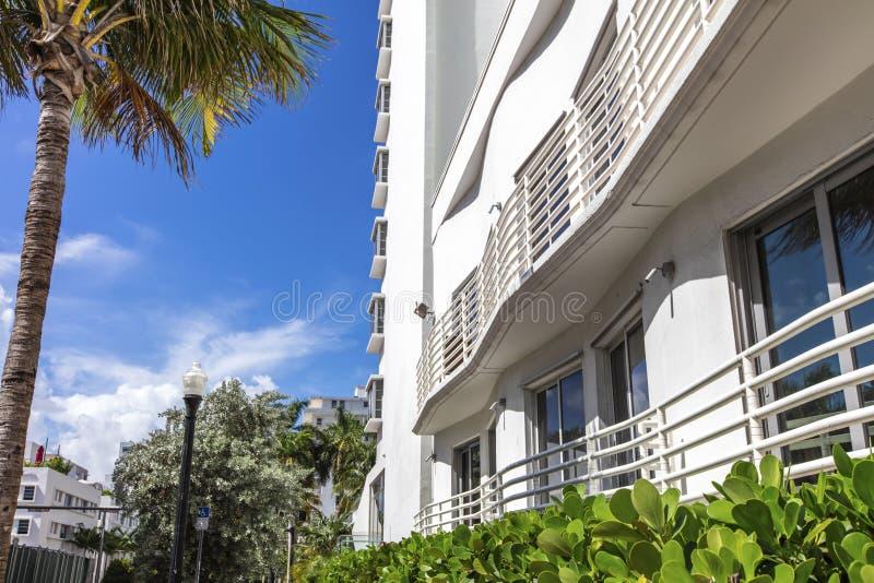 Biały budynek klasyka styl w Miami plaży obraz stock