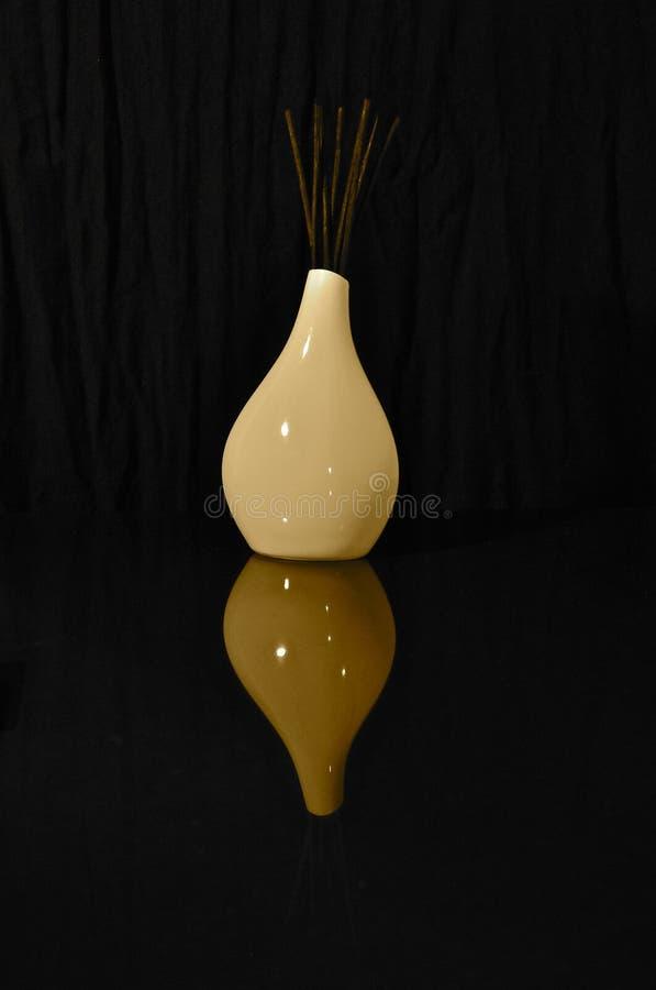 Biały ceramiczny trzcinowy dyfuzor zdjęcie stock