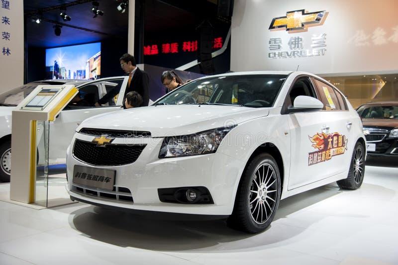 Biały chevroleta cruze samochód zdjęcie stock
