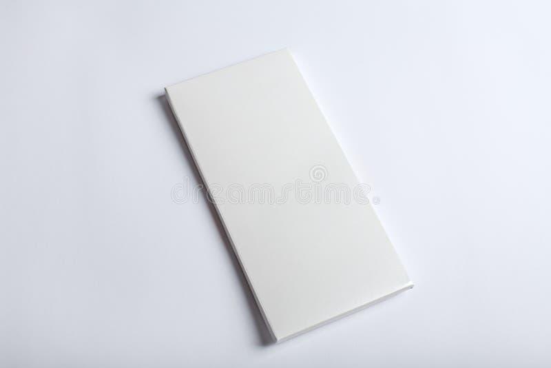 Biały czekoladowego baru pakunku mockup zdjęcia stock