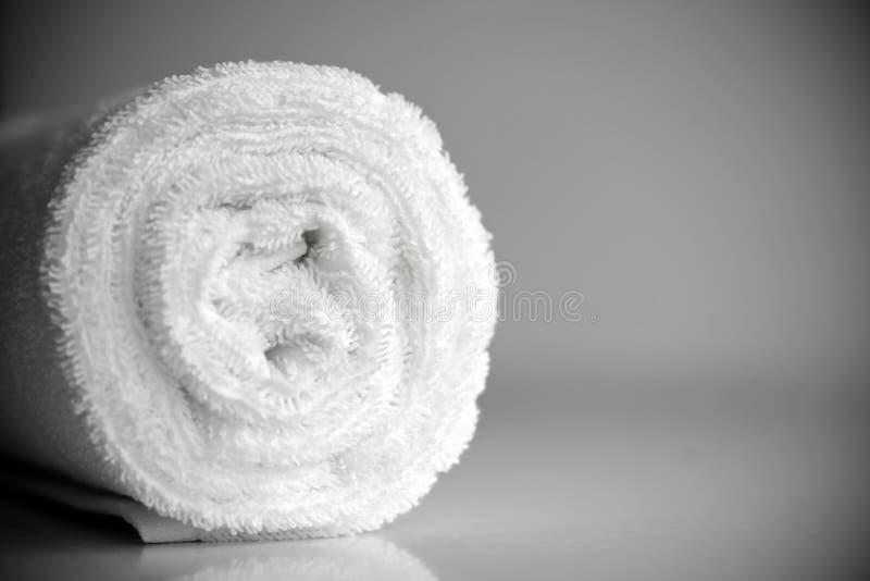 Biały delikatny miękki tło Terry mokietu gładka tkanina Czyści biały ręcznik staczającą się powszechną tekstylną horyzontalną fot fotografia stock