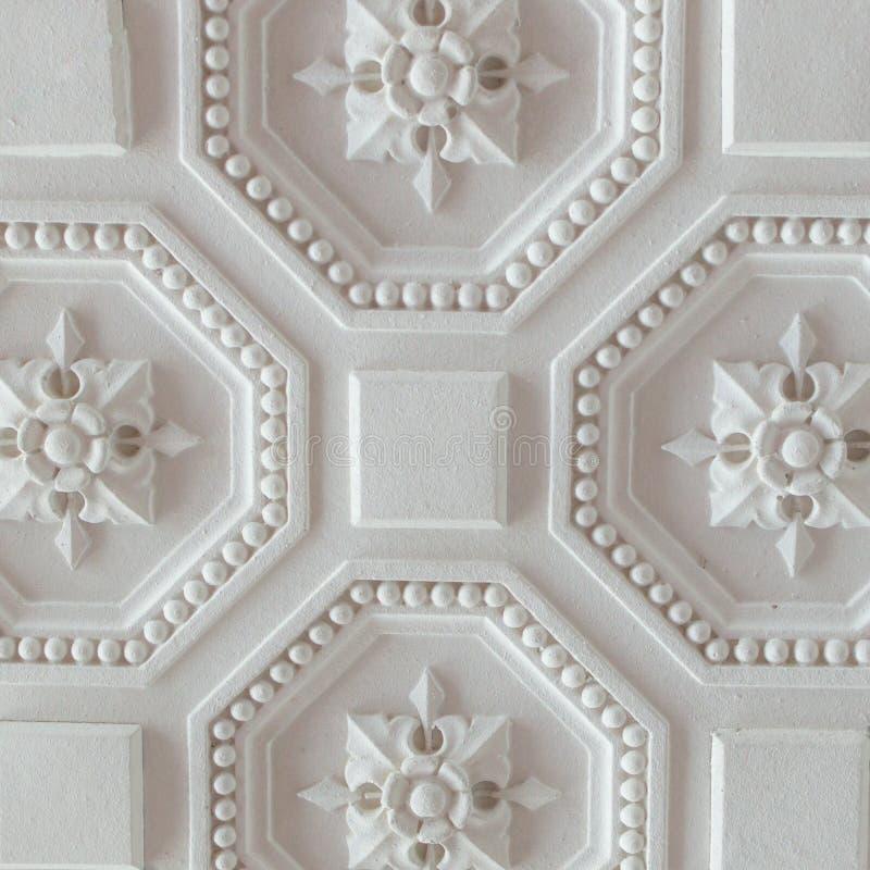 Biały geometryczny ornamentacyjny wzór sufit dla tła, kwadrat obraz royalty free