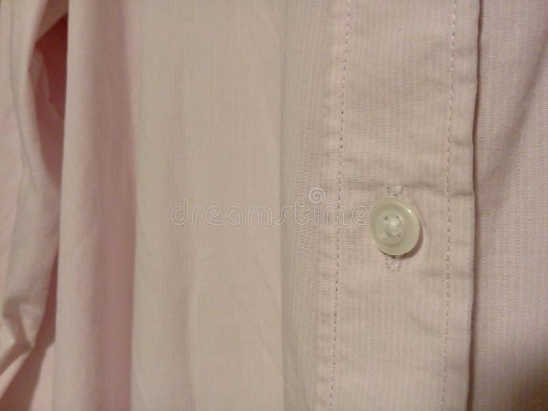Biały guzik różowa męska koszula obraz stock