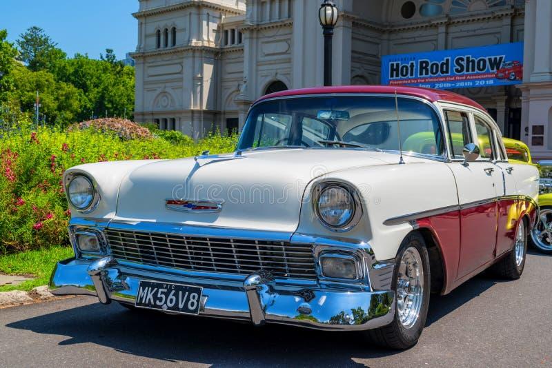 Biały i ciemny - czerwony gorącego prącia Chevrolet samochód obraz royalty free