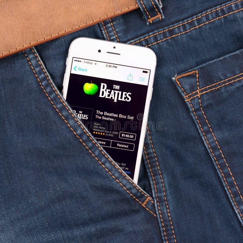 Biały Jabłczany iPhone 6 wystawia Bitelsi fotografia royalty free