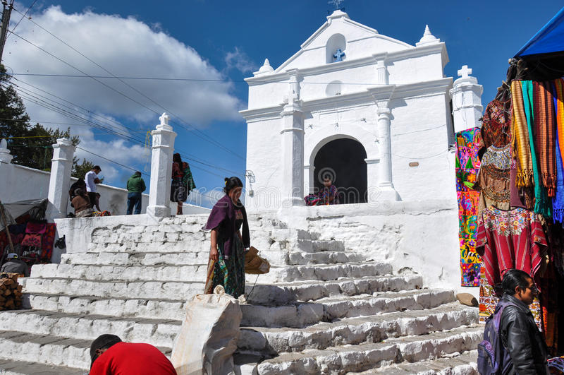 Biały kościół blisko rynku, Chichicastenango, Gwatemala obrazy royalty free