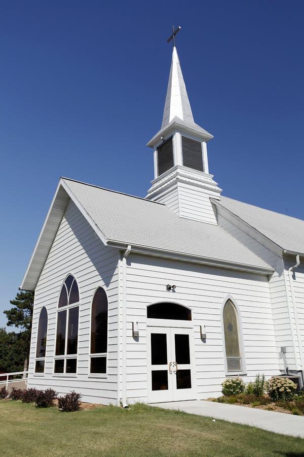 Biały kościół z Steeple zdjęcie stock
