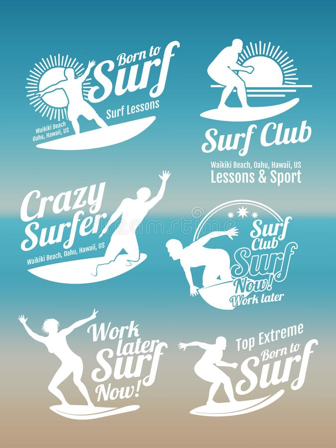 Biały kreatywnie lato surfing bawi się wektorowych logów inkasowych z surfingowem, kipieli deską i ocean fala, royalty ilustracja