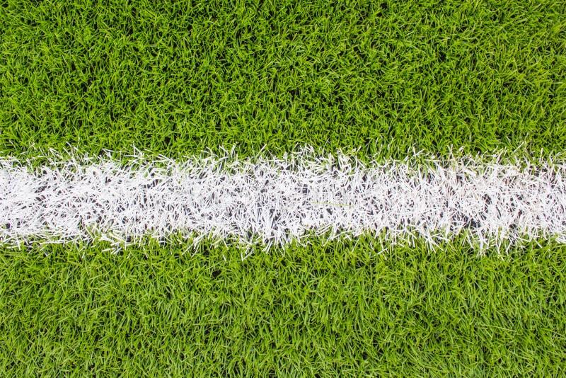 Biały Kreskowy ocechowanie na sztucznej zielonej trawie footbal, boisko do piłki nożnej fotografia stock