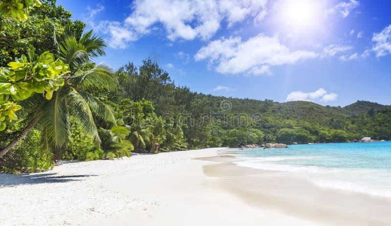 Biały lazuru ocean i. Seychelles wyspy. zdjęcie royalty free