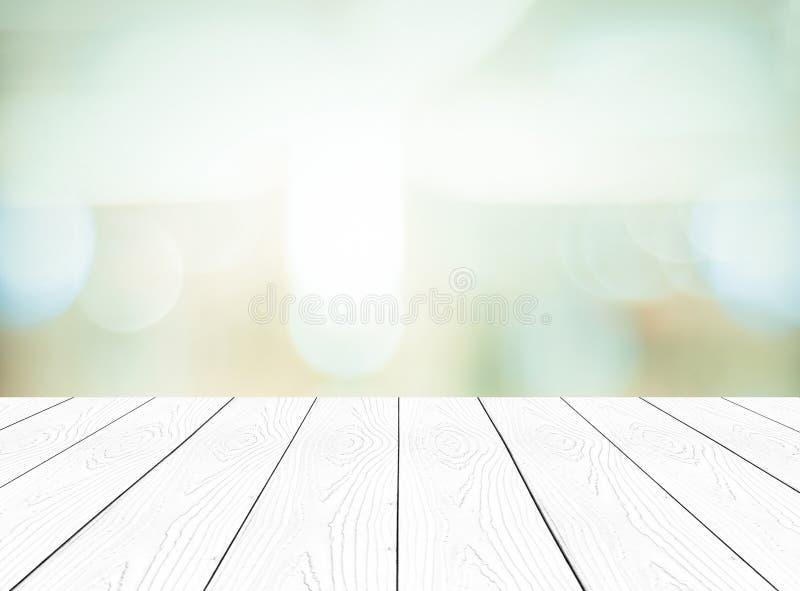 Biały perspektywiczny drewno i zamazany abstrakcjonistyczny tło z boke fotografia royalty free